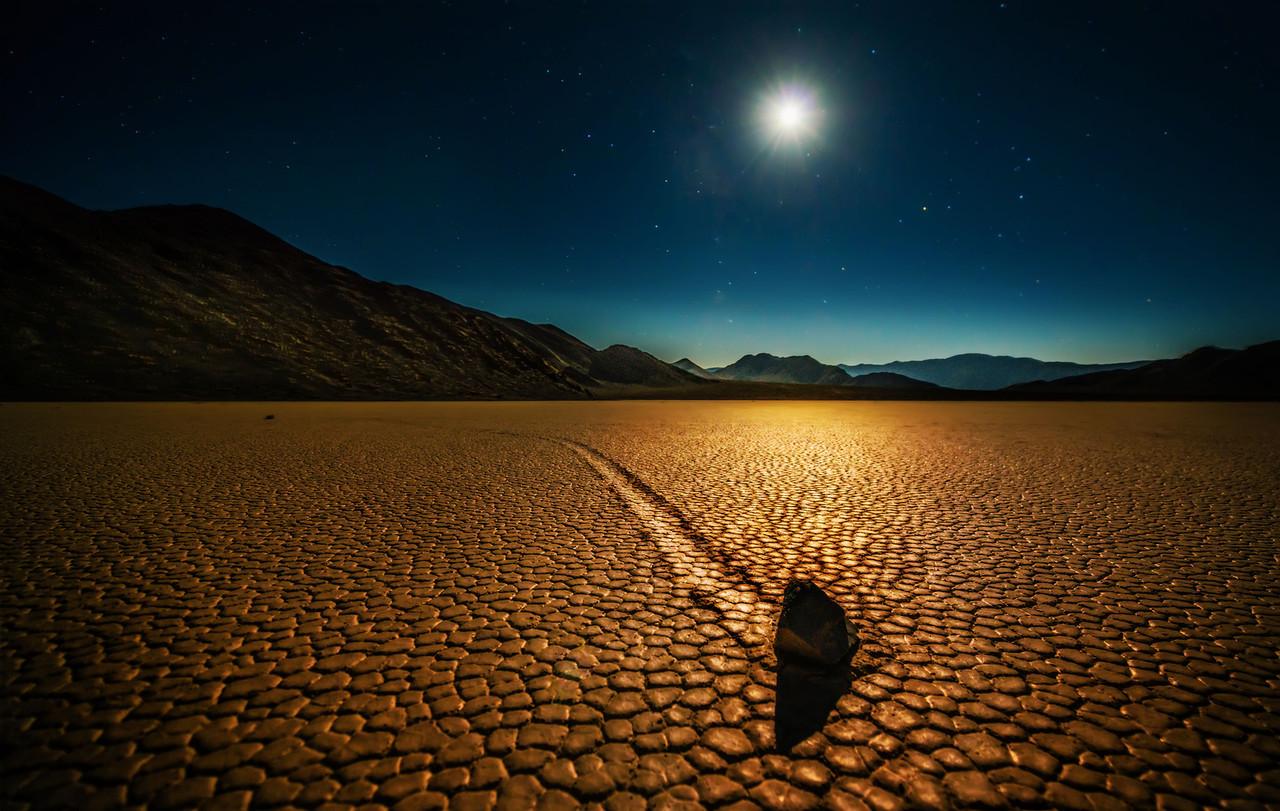 Trey Ratcliff - Death Valley - Mysterious Rocks - low-X2